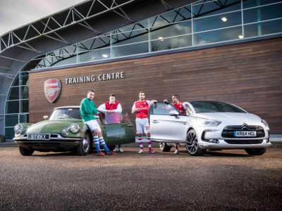 [Images] Arsenal quartet pose in classic kits by classic sports cars
