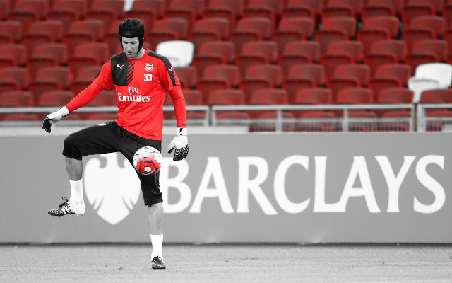 [Video] Cech hits cameraman on the head to prove just how accurate his goal kicks are