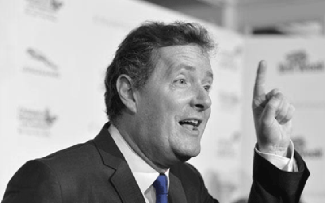 [Image] Celebrity Arsenal fan Piers Morgan taunts Chelsea & Fabregas