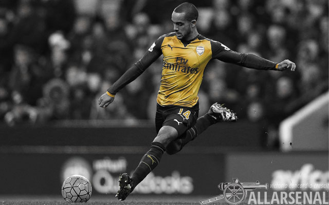 Walcott involved in swap deal discussions as Wenger hints at exit