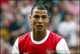 Arsenal News: Chamakh too stay and fight for place