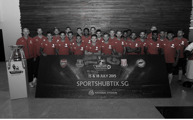 [Video] Arsenal squad arrive in Singapore to rapturous reception