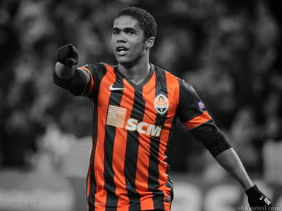 Arsenal set to make loan move for Douglas Costa