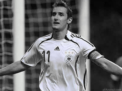 Arsenal closing in on Miroslav Klose